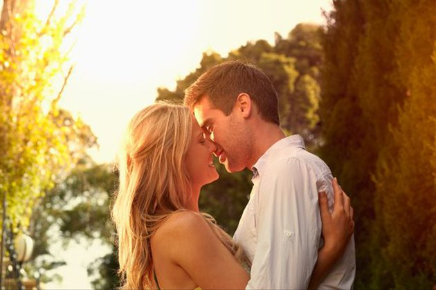 A-couple-kissing