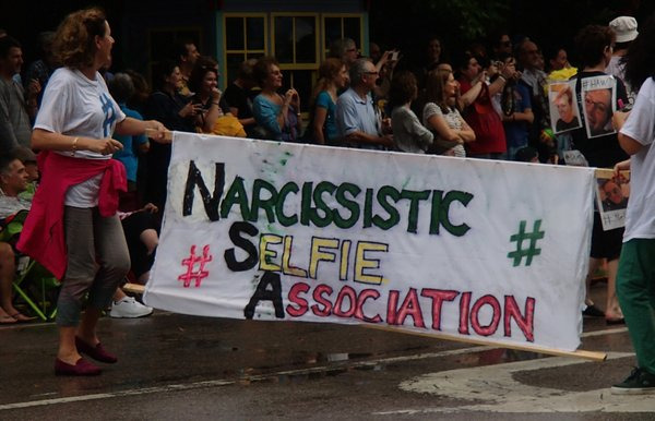 Narcissistic Selfie Association